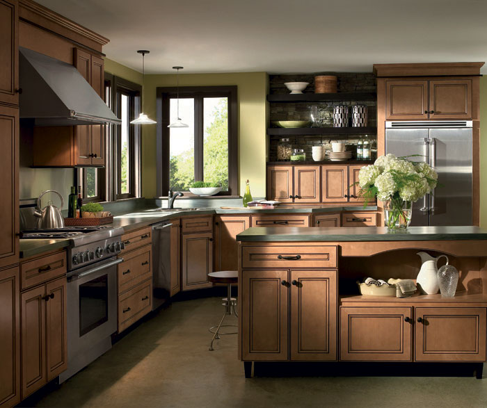 Attirant Light Maple Cabinets With Glaze By Homecrest Cabinetry ...