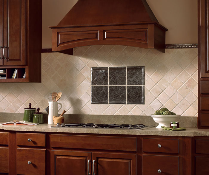 Glazed Cherry cabinets in a traditional kitchen by Homecrest Cabinetry