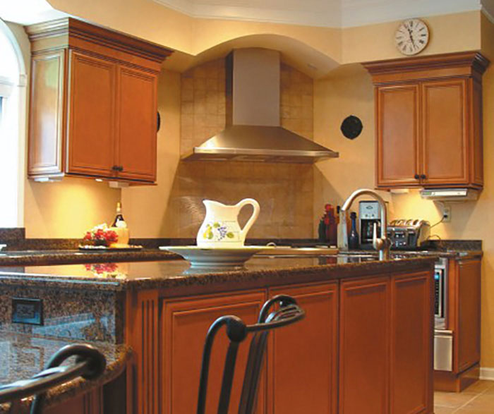 Glazed maple kitchen cabinets mf cabinets for Chocolate maple glaze kitchen cabinets