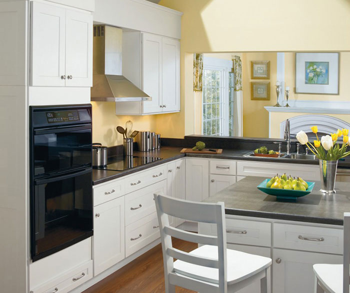 alpine white shaker kitchen cabinets homecrest. Black Bedroom Furniture Sets. Home Design Ideas
