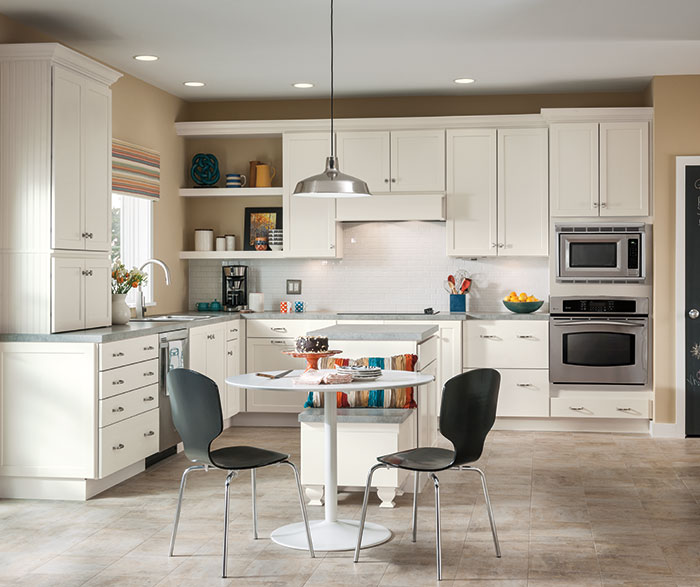 Sedona white Shaker cabinets in a casual kitchen