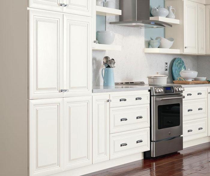 Merveilleux ... Alpine White Glazed Cabinets ...